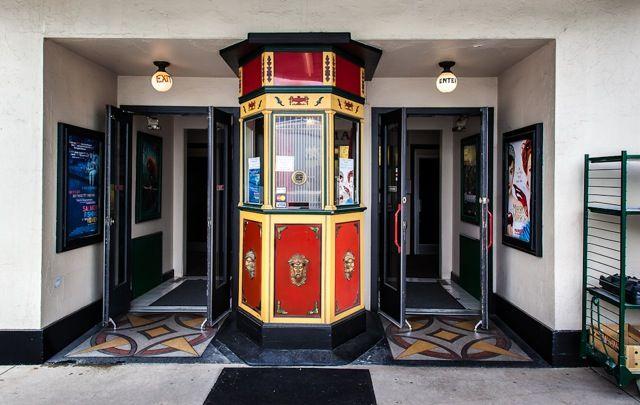 best 25 vintage movie theater ideas on pinterest movie theme decorations retro room and. Black Bedroom Furniture Sets. Home Design Ideas