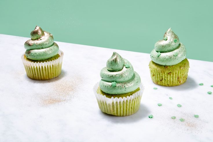 St. Patrick's Day Cupcakes with White Chocolate and Pistachios ...