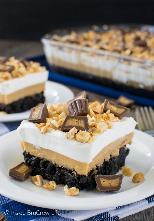 Layers of peanut butter and pudding give this Peanut Butter Brownie Dessert a fun and sweet flair! Great dessert recipe! from @brucrewlife