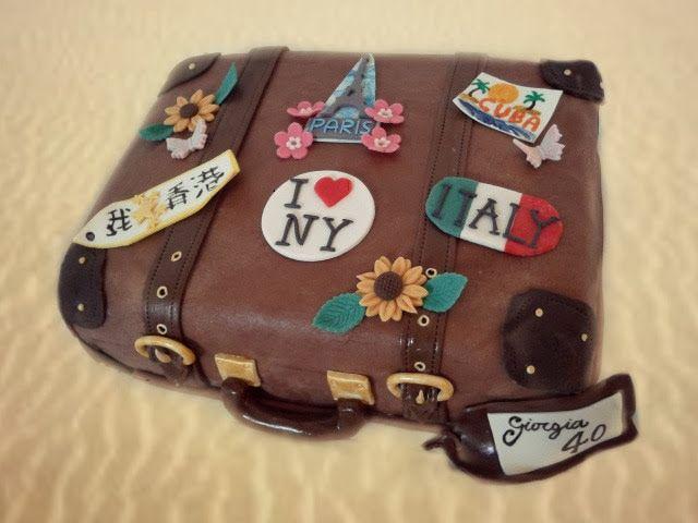 Marina's Délices: Suitcase Cake - Torta Valigia. Quest'anno le valig...