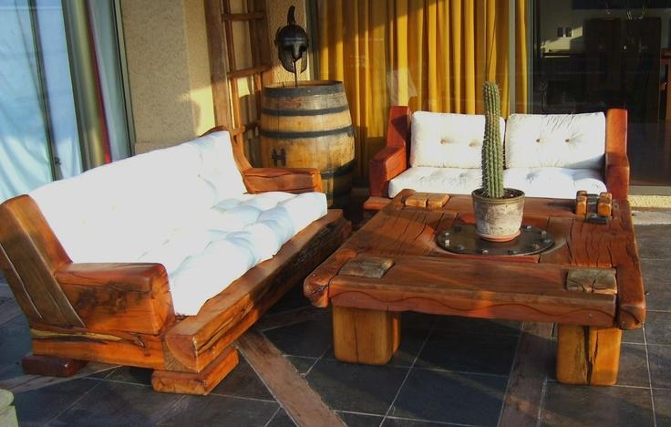Pack de Sillones Red Wood de roble rustico con cojines de lona color crudo rellenos de pluma.