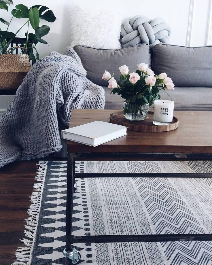 Bloco de carpete impresso à mão em estilo étnico, creme preto   – Schöne Teppiche | Westwing