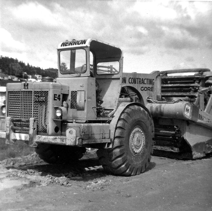 Herron Construction's International E270 in a photo taken on the South Dunedin motorway project in 1974. Photos of New Zealand-based machines at work are hard to come by.