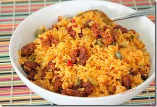 Arroz con longaniza con sabor a Orocovis!  Mmmm (receta) Como acompañante para este arroz me atrevo a recomendarte unas habichuelas guisadas... especialmente habichuelas colorás ,tostones, amarillos o unas yuquitas fritas.