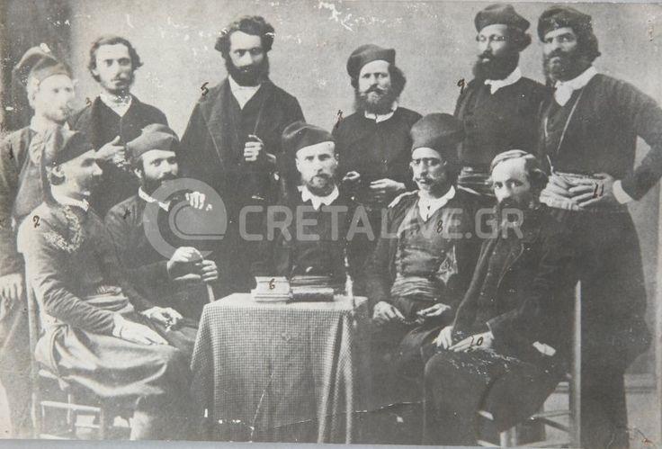 Κρητικοί βουλευτές 1866  Τρίτος από αριστερά στους όρθιους ο Μάρκος Πέτρου Σκουλούδης από τις Μαργαρίτες Μυλοποτάμου (αδελφός του προπάπου μου Νικόλαου). Βρήκε τραγικό θάνατο στον Καλλικράτη Χανίων, όταν έπεσε σε γκρεμό ενώ τον καταδίωκαν οι Τούρκοι μετά από προδοσία κατά την διάρκεια συμβουλίου σε σπηλιά της περιοχής. Μαζί του ήταν και ο εκ δεξιών του ο Μιχ. Βιστάκης (βουλευτής Ηρακλείου), τον οποίο και αποκεφάλισαν οι διώκτες τους. Στη μέση ο Γουσάυος Φλωράνς (Γάλλος Φιλέλληνας).