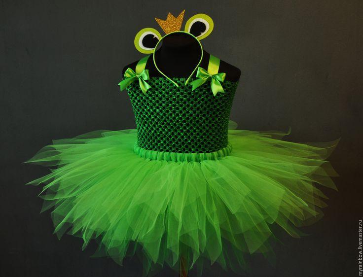 Купить или заказать Костюм 'Царева-лягушка' в интернет-магазине на Ярмарке Мастеров. Весёлое салатовое платьице великолепно воссоздаст образ праказницы-лягушки! Такой костюм станет отличным выбором,если Вы ищете яркий и оригинальный костюм! Мягкий салатовый цвет подарит самые положительные эмоции обладательнице этого костюма и конечно,вызовет восторг у окружающих! Так же возможно изготовление костюма 'Царевна лягушка' Длина Стоимость до 25 1699,- до 30 1799,- до 35 1899,- до 4...