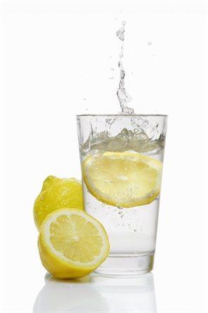 Acqua e limone a colazione, ecco perché - VanityFair.it