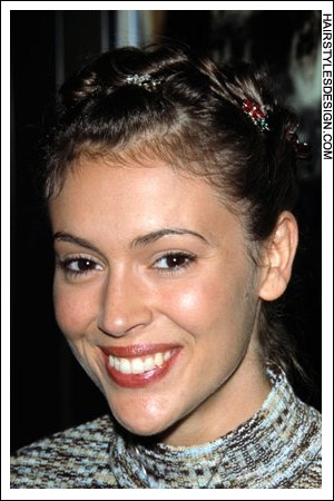 Details Hair Style This Look Is Cute And Youthful Alyssa Milano