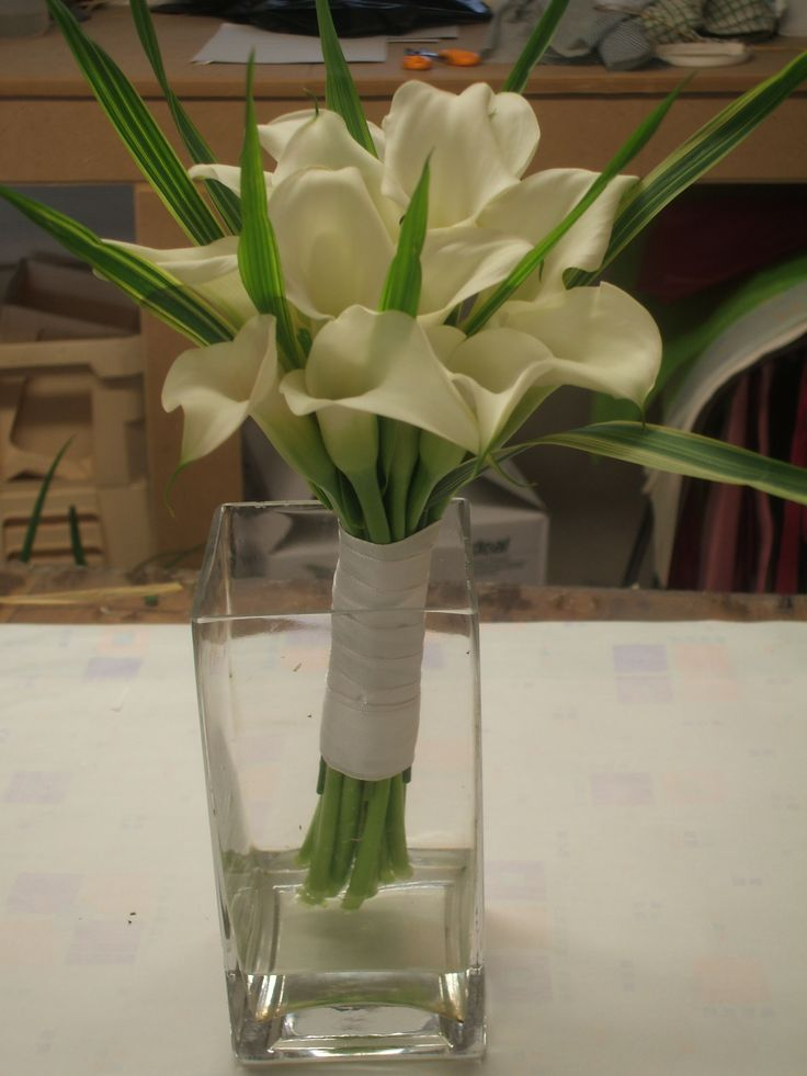 a calla lily bouquet with china grass.