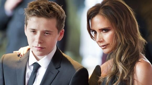 Have you been served coffee by Victoria Beckham's son? He's got a weekend job in London http://itv.co/1khicQk  pic.twitter.com/VA76DPfQGt
