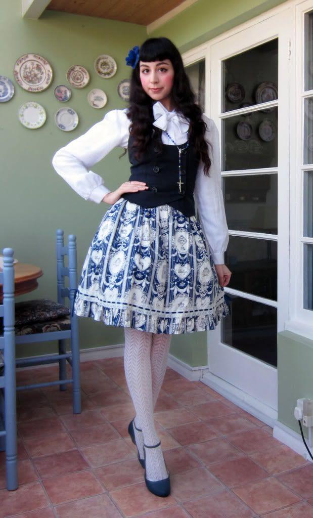 Elegant Poupe: Classical Lolita Coordinate ~what does a blue rose mean?  (April