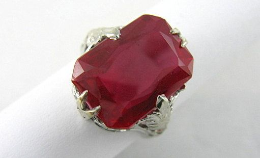 Art Nouveau18 Karat solid white gold synthetic Ruby ring has a rectangular shape scissor cut ruby with truncated corners and the multifaceted underside which reflects the l... #wedding #vintage #jewelry #ecochic #teamlove #ezvintagefinds