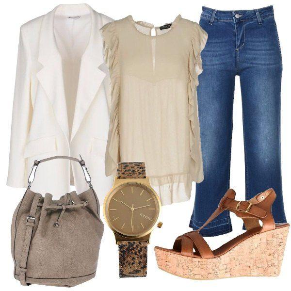 Jeans scuro a vita alta abbinato a camicia con scollo tondo e giacca in bianco con tasche laterali. La zeppa è in cognac con cinturino alla caviglia, la borsa a secchiello è con tracolla e per finire lorologio analogico è in fantasia.