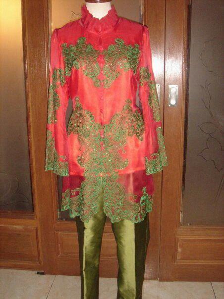 Organza silk blouse with taffeta trousers