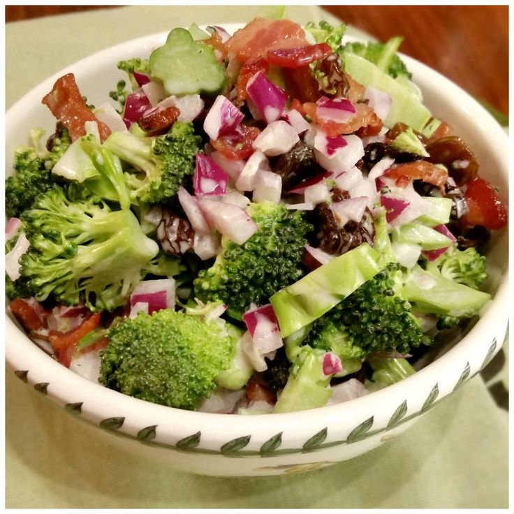 Easy recipe for Broccoli Bacon Raisin Salad. Crunchy broccoli, sweet plumped raisins, crisp maple bacon. It's sweet-tangy-crunchy all in one bite. Fabulous