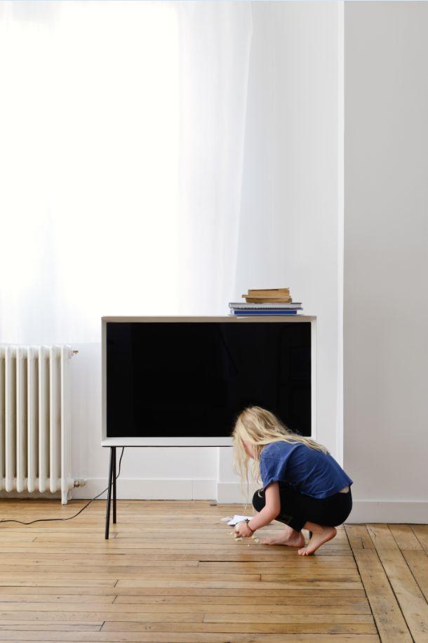 """""""Ce que nous recherchions, c'était une présence qui pourrait s'intégrer naturellement dans différents environnements, comme un meuble ou un objet."""" Ronan & Erwan Bouroullec. #SerifTV #Design #Bouroullec #Home #TV #Deco #Designer #Home #FrenchDesigner #Samsung"""