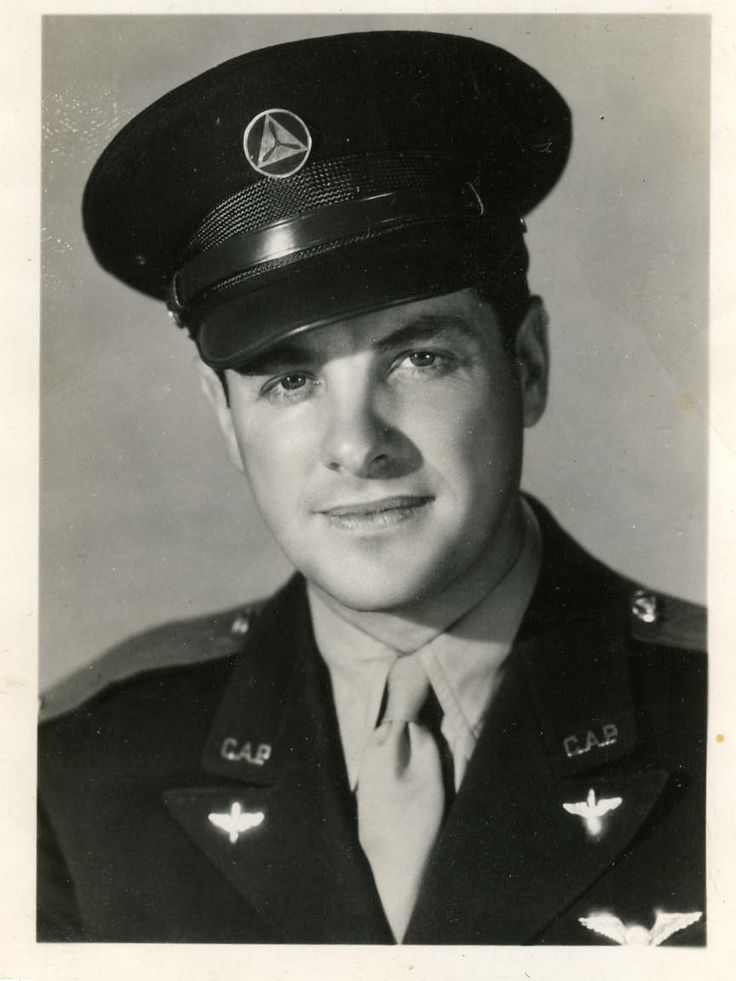 Robert Cummings - in November 1942, Cummings joined the US Army Air Corps. During World War II, he served as a flight instructor. After the war, Cummings served as a pilot in the US Air Force Reserve, where he achieved the rank of Captain.