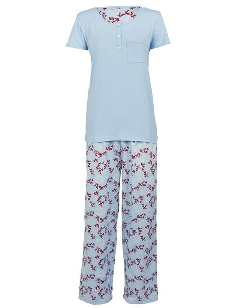 Replace last years tired old PJs with this elegant choice in sleepwear this summer. The Layla Bamboo Pyjama Set features a timeless pairing of henley-style knit tee and smart, classically tailored pants for a fit that is just right.