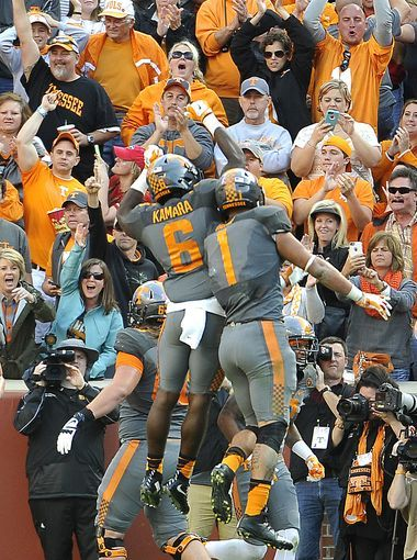 Tennessee running back Alvin Kamara celebrates with Jalen Hurd.