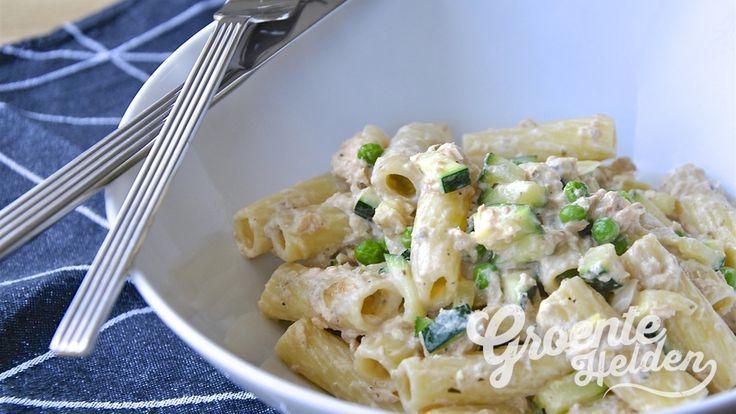 Pasta met zalm, courgette en doperwten