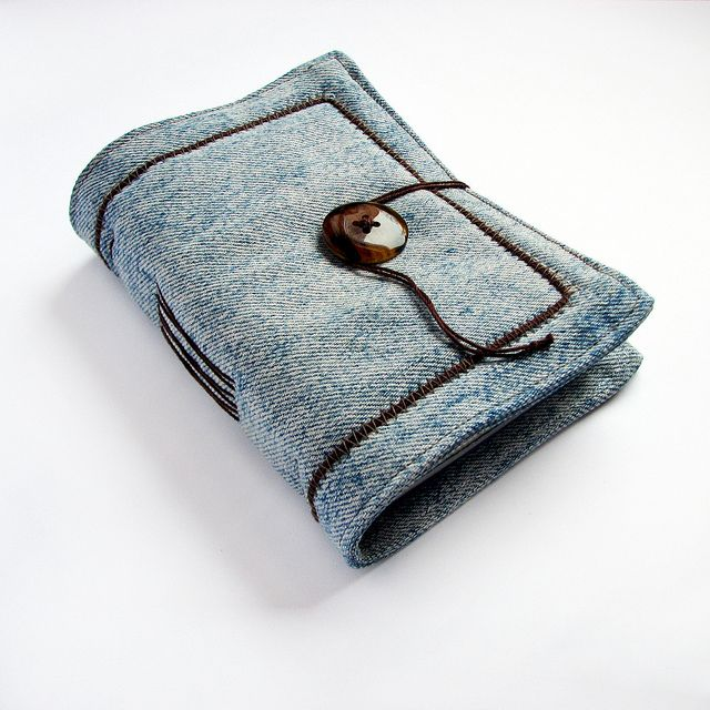 simple handmade journal of recycled denim (projects, crafts, DIY, do it yourself, fun, creative, uses, use, ideas, inspiration, 3R's, reduce, reuse, recycle, used, upcycle, repurpose, handmade, homemade, materials)