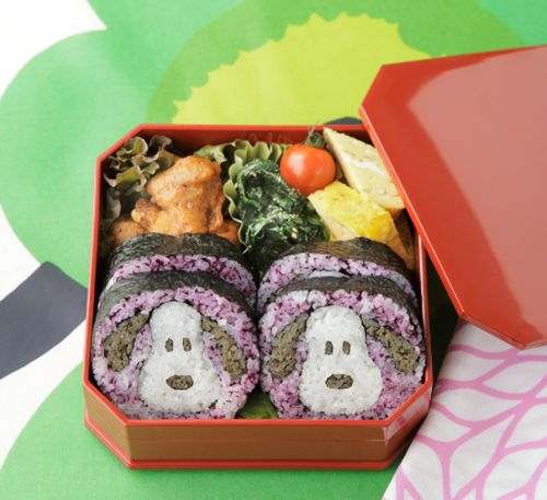 This hand-made Snoopy shaped sushi is featured in the spring edition of the Japanese Gakken MOOK. Click the link below to see more examples of Peanuts-inspired culinary artistry.