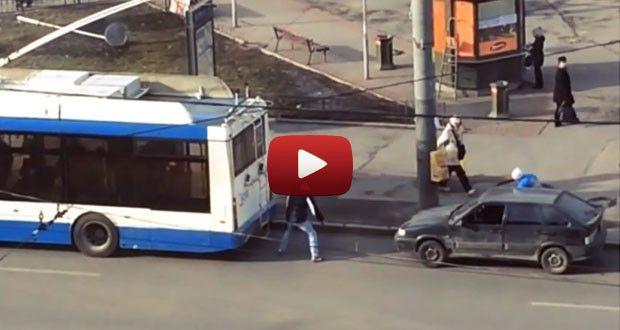 Ирландцы узнали, как русские буксируют сломанную машину (Видео)  