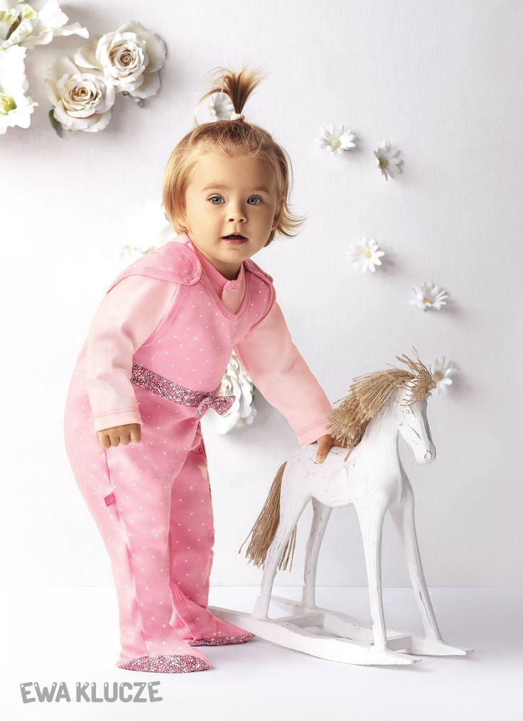 EWA KLUCZE, kolekcja CANDY, jesień zima 2016, różowy komplet śpioch i kaftan  EWA KLUCZE, CANDY collection, autumn winter 2016, pink dungarees and jacket set, baby girl clothes