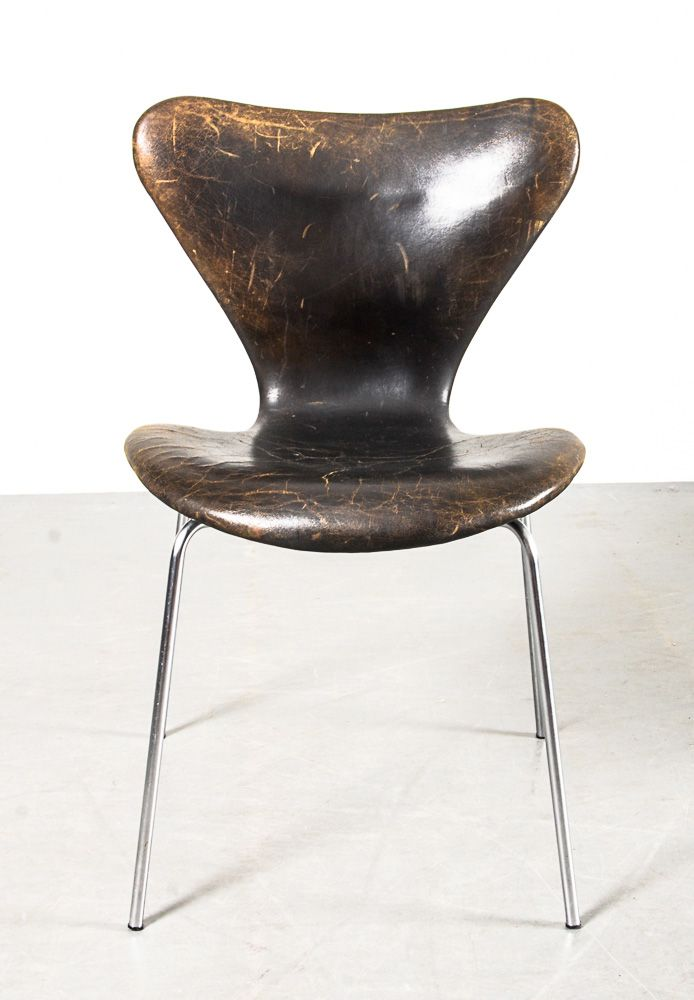 Arne Jacobsen; #3107 Molded Plywood, Chromed Metal and Leather Chair for Fritz Hansen, 1958.