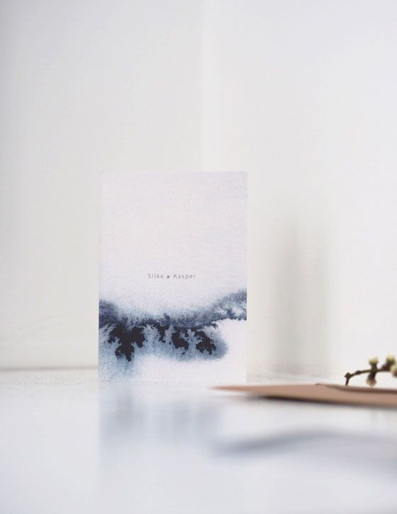 Wedding invitations made with watercolors to reflect the joy of nature. Simple and aesthetic artwork by Silke Bonde. www.silkebonde.dk