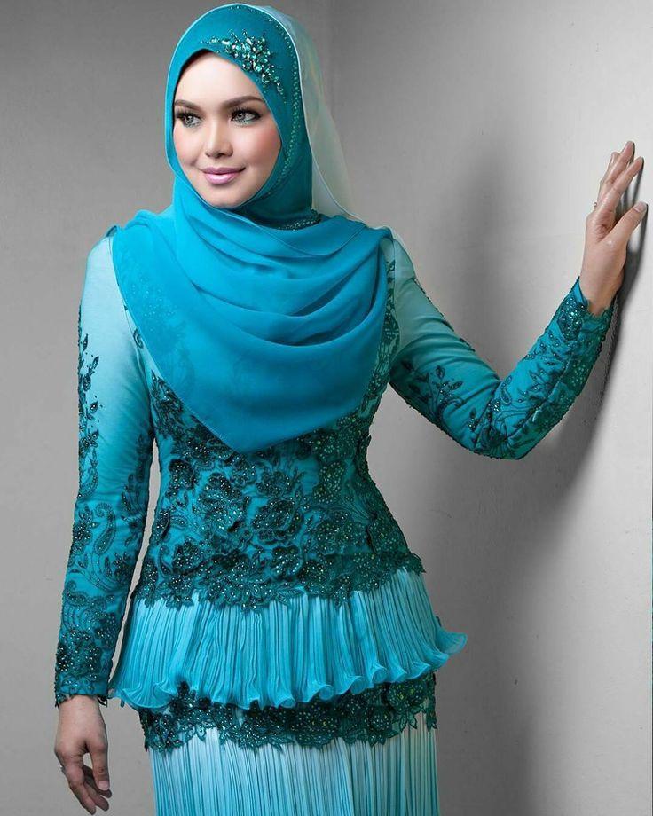 #Repost DATUK SITI NURHALIZA wearing a custom turqoise pleated layered chiffon dress #rizmanruzaini @ctdk #makeupby @epie_temerloh #photographby @blackpepperproduction cc @rozisangdewi  Kredit @rizmanruzaini