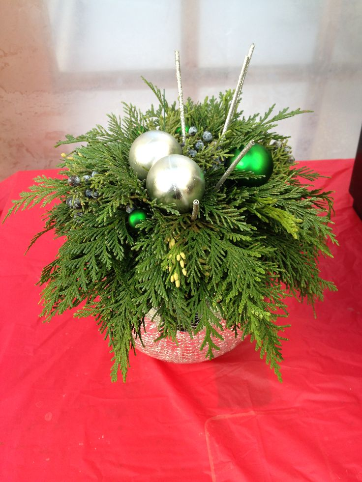 A hint of silver and a touch of green add a Christmas touch to this already beautiful arrangement
