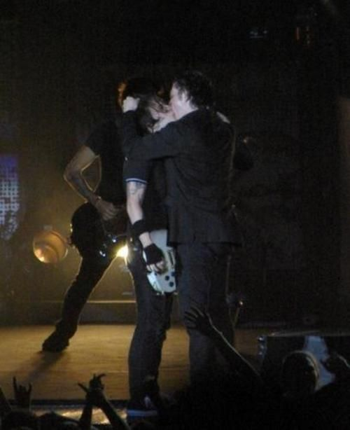 :D HELP! I've fangirled and I can't get up! Total Frerard moment!