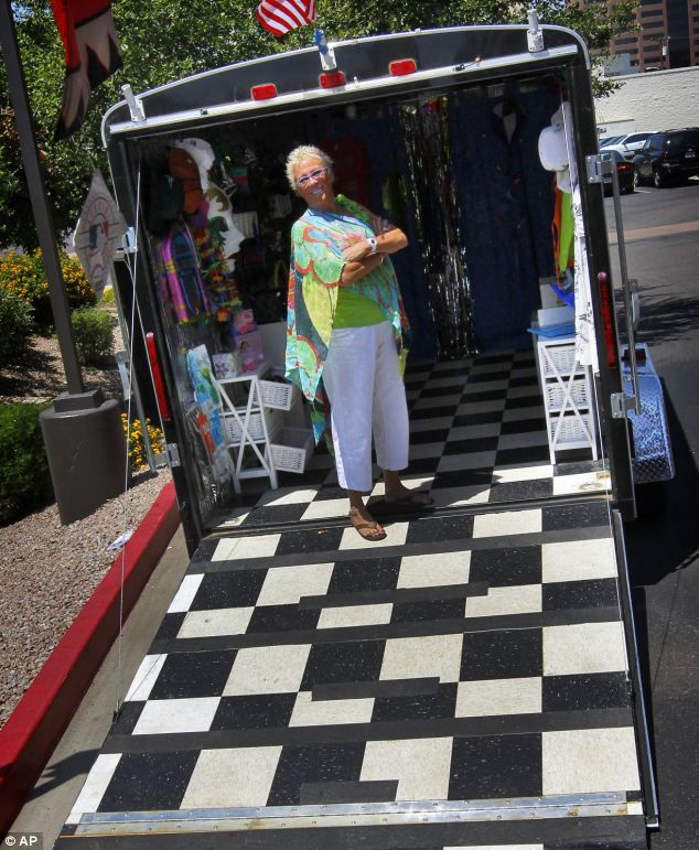 She is one of many store owners who are conducting a mobile fashion business, taking cues from the U.S. food truck revolution
