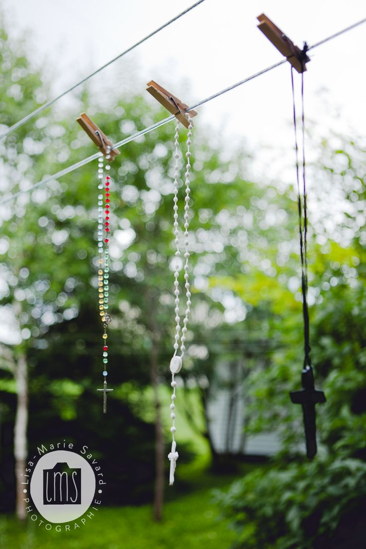 Rosaries hanging on clothesline to keep the rain away. Wedding tradition. Montréal Saguenay Québec. Photo: Lisa-Marie Savard Photographie
