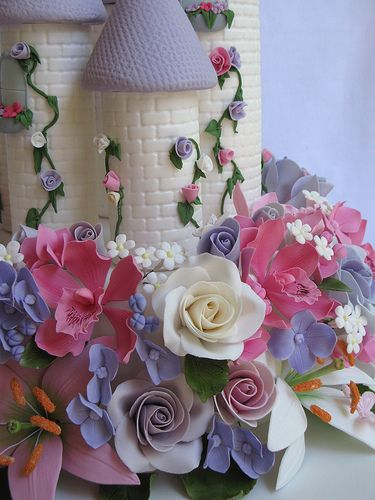 Enchanted Castle Cake....this one is not for Ellie I just though it was cute