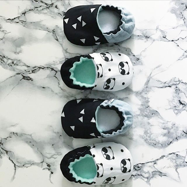 Babyfeet are the best! Newborn babyshoes with adorable pandaprint @kyokibabygear on instagram :). #baby #babyshoes #panda #newborn # marble #handmadeforbaby #monochromebaby