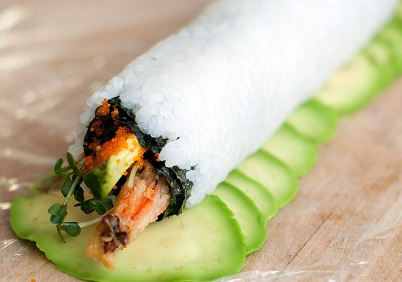 dragon roll sushi recipe... Wow this is beautiful!  Why is it that this pregnant lady always craves what she cannot have!