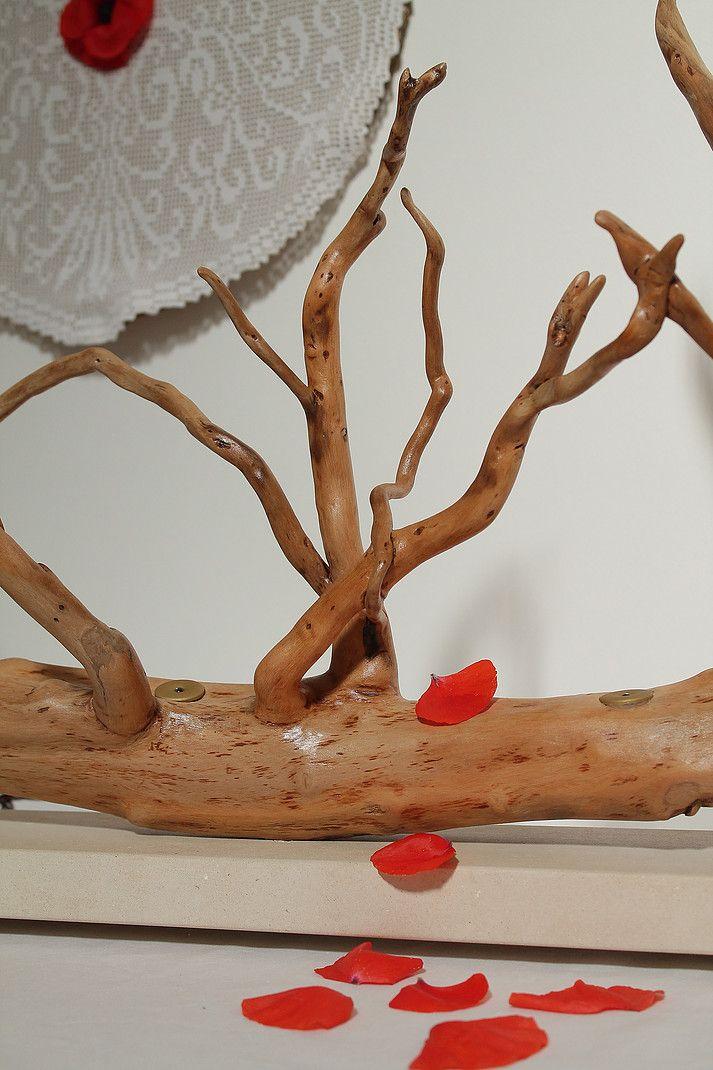 """""""Idrusa"""" - Creazione di wood design in legno di mare con base in pietra leccese sagomata a scalpello."""