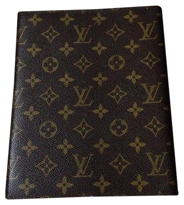 Louis Vuitton Vintage Large Agenda Desk Cover. Free shipping and guaranteed authenticity on Louis Vuitton Vintage Large Agenda Desk Cover at Tradesy. This a vintage piece in great condition for exteri...