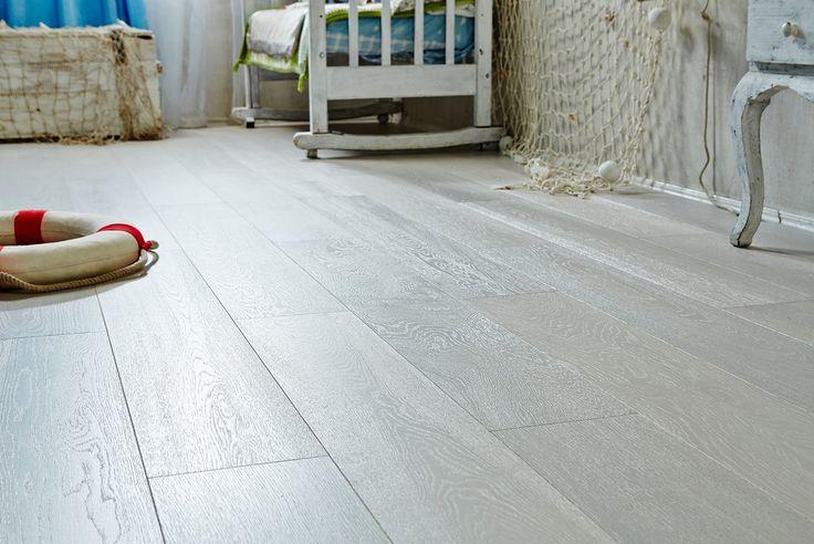 Паркетная доска Goodwin Дуб Норвегия http://m-dec.ru/catalog/floor/parketnaya_doska/dub-norvegiya Белый пол. Белый паркет. Светлый пол. Светлый паркет. Белый цвет в интерьере. Паркет в интерьере.