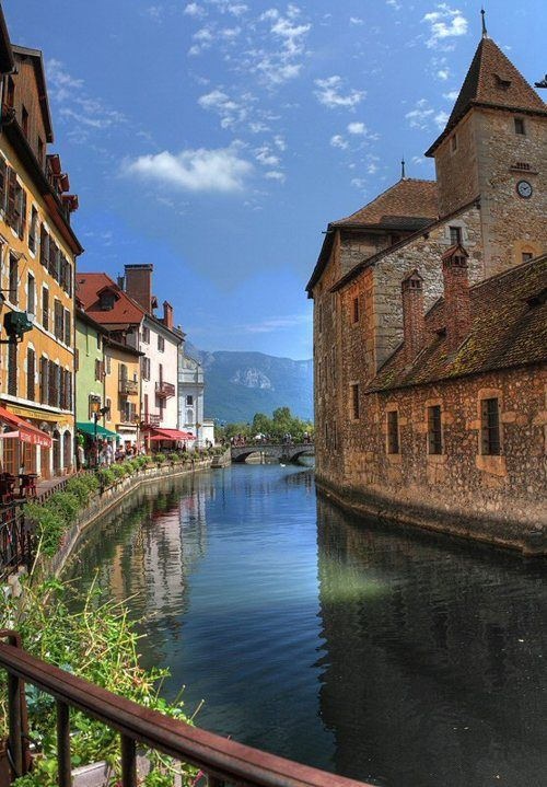 A strong desire for or impulse to wander or travel and explore the world. Annecy, etapa del Camino Español.