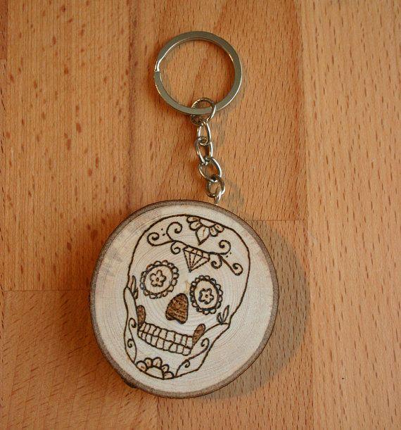 Portachiavi in legno con teschio messicano di JollyGoodCraft - 4€! https://www.etsy.com/it/listing/252893856/portachiavi-in-legno-con-teschio?ref=shop_home_active_15