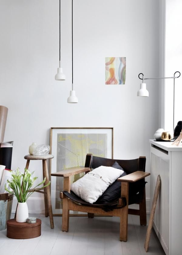 Such a clean and cozy corner! (Nathalie Schwer): Living Rooms, Reading Lamps Corner Apartment, Chairs, Design Interiors, My Style As Interiorstylist, Interiors Design, Home Design, Danishes Stylists, Design Home