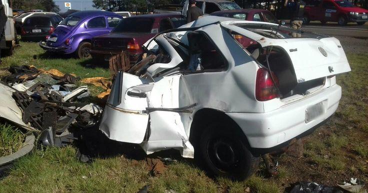 Carro é destruído em acidente que matou mãe e filha no Paraná