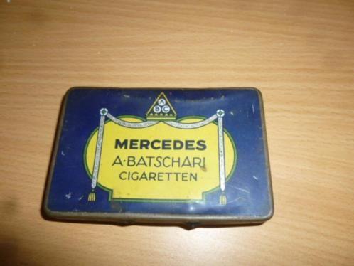 Vroeger maakte grote bedrijven van alles ook mercedes deed dat zo maakte ze 60 jaar geleden ook sigaren onder eigen merk hier nog een doosje ervan voor de verzamellaar bijna niet meer aan te komen .
