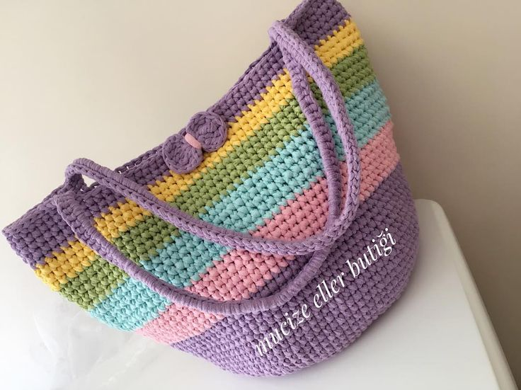 Bugün kalbimizden geçen hayırlı duaların kabul olması dileğiyle hayırlı cumalar ��yaza yakışır çantam karşınızda ���� renkler cıvıl cıvıl tam tatillik �� mutlu günlerde kullanılsın ���� #elişi #elemeği #çanta #yaz #soft #penyeip #hediyelik #tatil #crochet #creations #crocheting #crochetlove #cristianoronaldo #gift #handmade #happy #like #like4like #likeforfollow #mucizeellerbutiği #home #hobi http://turkrazzi.com/ipost/1523135386950480965/?code=BUjQ5CEArRF