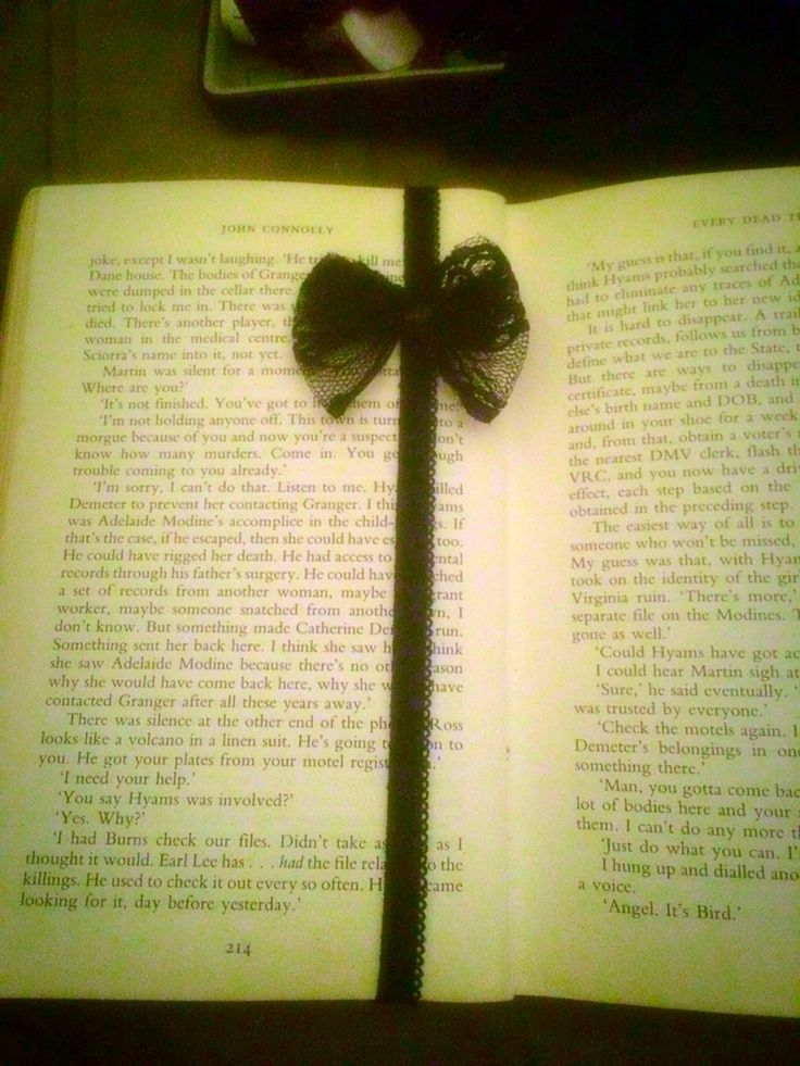Cute bookmark made from elastic and a lace bow
