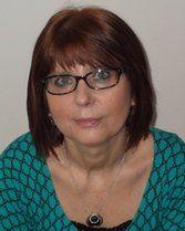 Die hellsichtige Kartenlegerin Iris arbeitet nicht nur mit ihren hellsichtigen Fähigkeiten, sondern hilft Ihnen auch mit ihren Karten und Engelkontakten. Lassen Sie sich auf Iris ein.