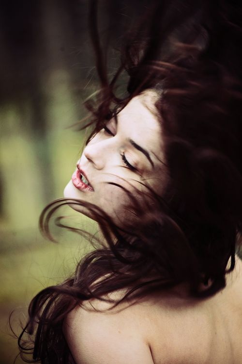 Pin by Anna Radis on Photography   Wind blown hair, Wind ...